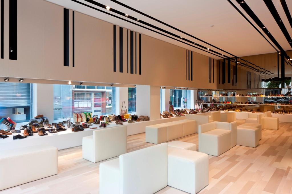 Schoenwinkel te antwerpen c ak 39 sent interieurarchitectuur for Interieur winkel antwerpen